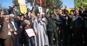 فریاد انزجار از استکبار با شعار مرگ بر آمریکا و مرگ بر اسرائیل در یوم الله ۱۳ آبان در زاوه